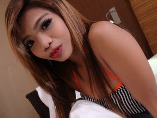 Asian barmaid Tik gives herself to tourist